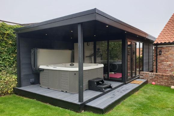 Relaxing Garden Room Hot Tub Retreat Bedford